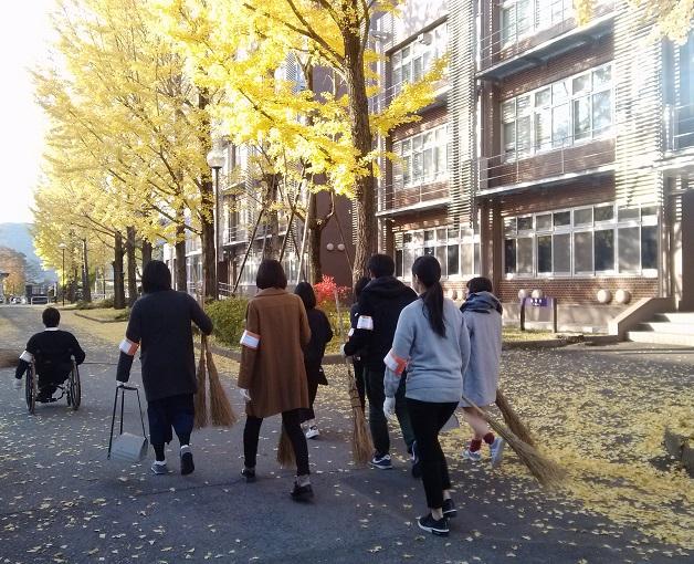 銀杏の葉がたくさん落ちていました