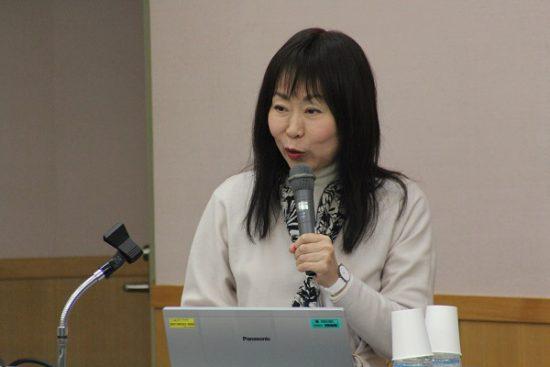 講師の坂本玲子教授
